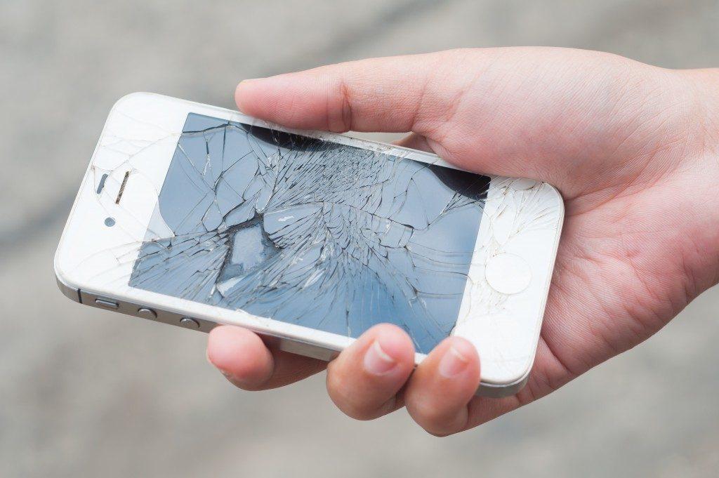 broken sceen of smartphone